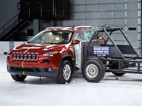 crash test si鑒e auto 2014 jeep side iihs crash test
