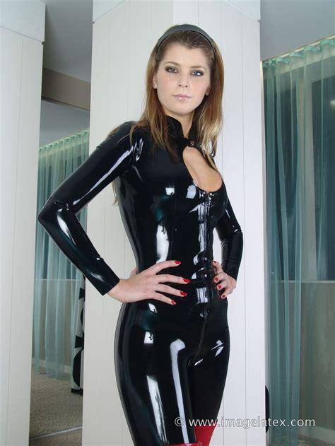 añadir imagenes latex 66 mejores im 225 genes de girls in latex and rubber catsuits