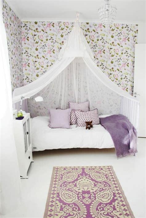 Merveilleux Lustre Chambre Ado Fille #3: 1-cr%C3%A9er-la-plus-belle-id%C3%A9es-pour-la-chambre-d-ado-fille-idee-deco-chambre-ado-conforama-papier-peint-dessin-floral.jpg