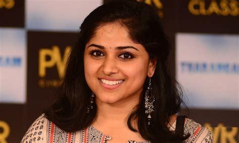 tamil actress chandini marriage chandini sreedharan hot navel marriage saree jeans photos