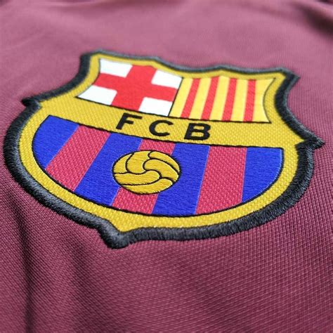 Sweater Bola Barcelona Sweater Bola Hoodie Bola Jaket Bola jual jaket bola nike seri 2017 fc barcelona squad