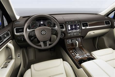 volkswagen touareg interior 2015 volkswagen touareg facelift brings new features