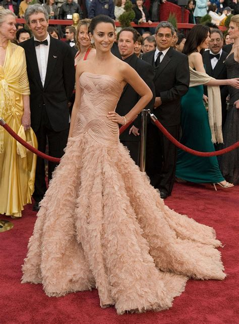 Which Of Penelopes Oscar Dresses Was The Most Fab by Top 10 Best Oscar Dresses Of All Time Top Inspired