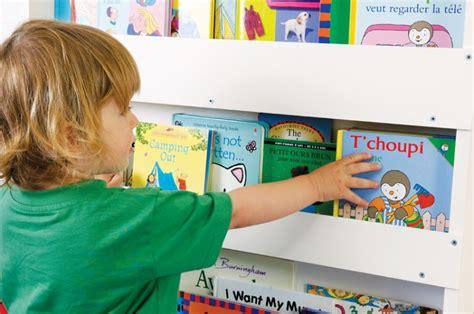 Baby Room Design aufbewahrung im kinderzimmer preisgekr 246 ntes b 252 cherregal