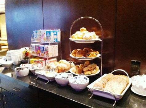 breakfast buffet picture of library hotel new york city