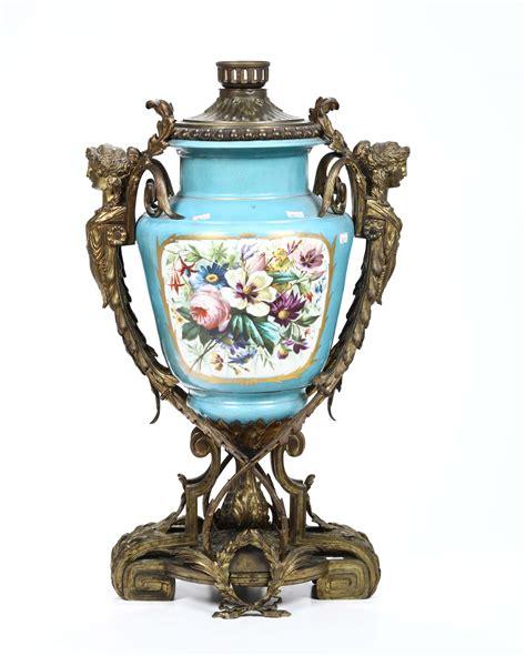 in un vaso di porcellana vaso in porcellana di sevres con montatura in bronzo xix