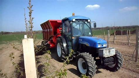 compost spreader side discharge compost spreader vitifruit equipment