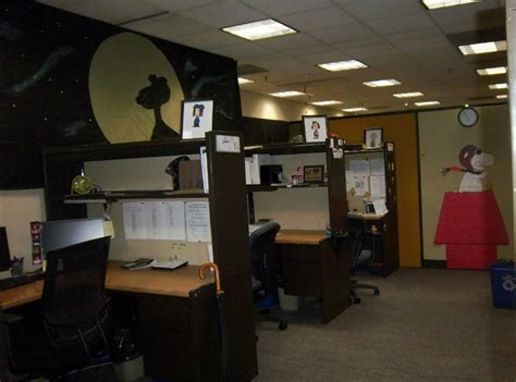 halloween decorating themes office charlie brown halloween decorations kmom14 project 365