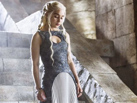 emilia clarke game of thrones game of thrones season 6 cast news update daenerys