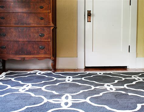 how to shoo area rugs on hardwood floors how use an area rugs with your hardwood floors