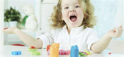 imagenes niños jugando con plastilina manualidades para ni 241 os con plastilina
