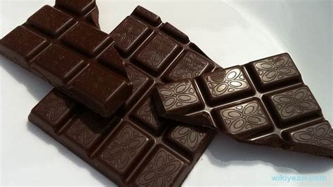 eating chocolate before bed top 15 worst foods to eat before bed you should avoid at