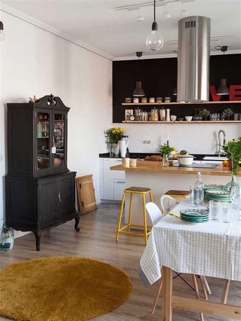 una cocina en  cubo acristalado mini cocinas