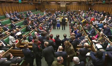 chambre des communes londres brexit le 171 oui 187 des d 233 put 233 s britanniques 224 theresa may