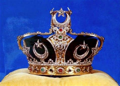 Mahkota Crown the johor state crown mahkota kerajaan was commissioned by sultan abu bakar for his coronation