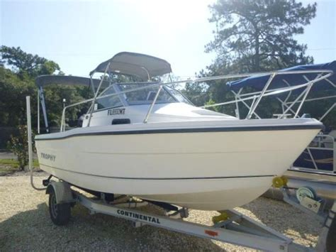 trophy boats 1802 walkaround specifications 2004 trophy 1802 walkaround gulf to lake marine and trailers