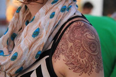 20 best shoulder mehndi designs for those who love to 20 best shoulder mehndi designs for those who to