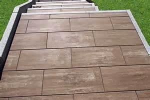 terrassen platten terrassenplatten aus beton und betonwerkstein wagner