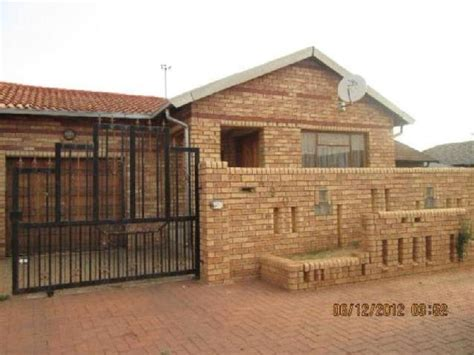 houses to rent to buy in soweto houses for rent dobsonville soweto mitula homes