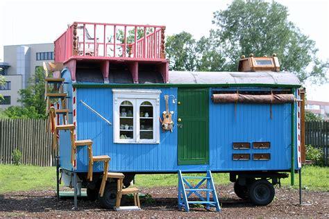 tiny little houses wiki file loewenzahn bauwagen jpg wikimedia commons