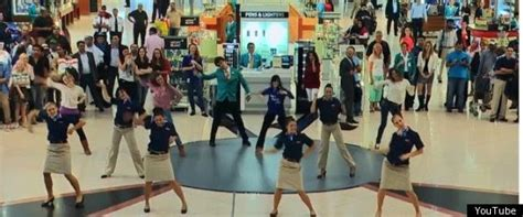 flash tattoo in dubai flash mob invasion of dubai airport damn cool pictures