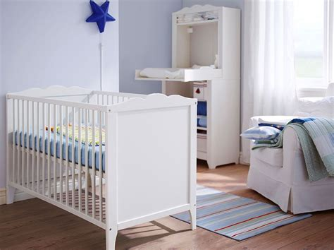 Babyzimmer Design 2755 by A White Baby Crib With Matching Changing Table Nursery