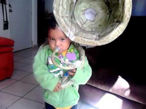 como hacer una trompeta de carton emiliano y su tuba de papel youtube