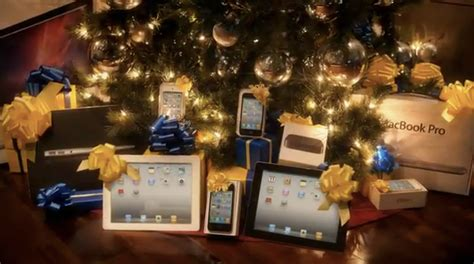 game  santa  buy   put apple products   tree  holiday season macstories