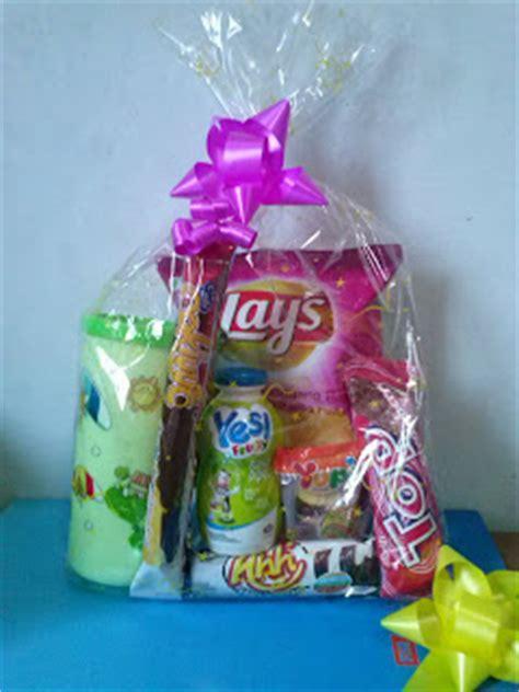 2 Pcs Temoat Minum Dan Tempat Pencil toko parcel cikarang telp 0852 80522288 toko parcel cikarang parcel gift ulang tahun anak