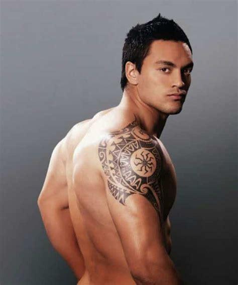 tattoo on shoulder mens shoulder tattoos for men designs on shoulder for guys