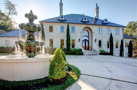 $2.5 Million Lakefront Mansion In North Little Rock, AR