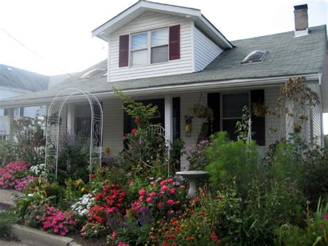 Cottage Landscaping Ideas For Front Yard by Our Favorite Cottage Gardens From Rate Space Diy