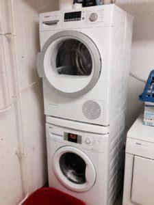 Matte Zwischen Waschmaschine Und Trockner 3509 by Trockner Auf Waschmaschine Stellen So Wird S Gemacht