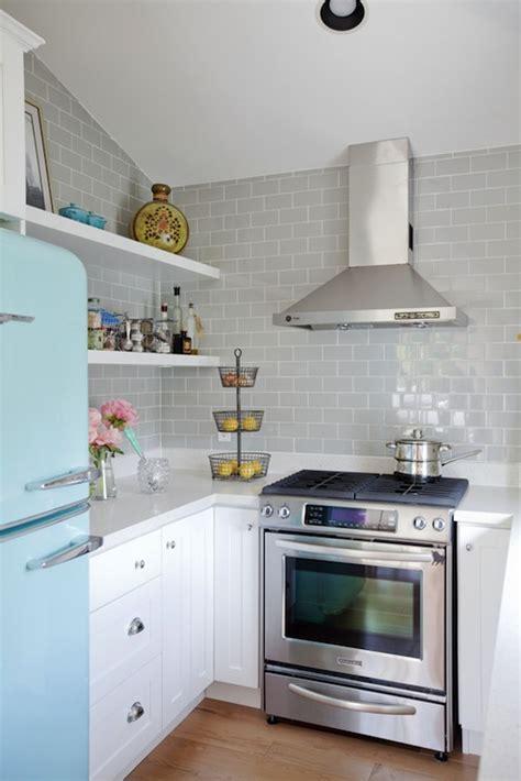 or cocina vintage electrodomesticos vintage alacena vintage estilo kitchens turquoise blue and gray design ideas