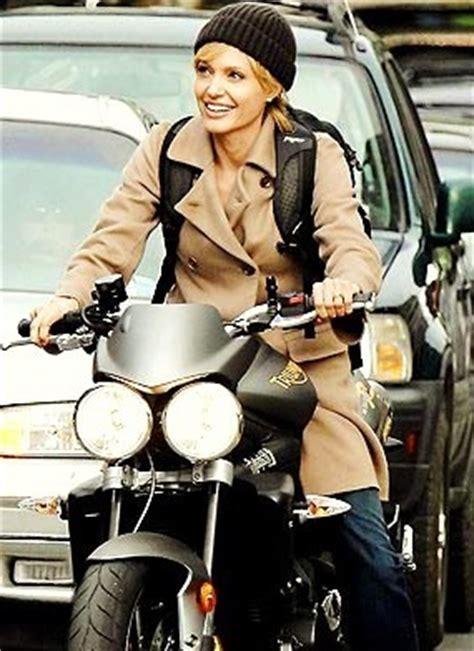 Motorrad Aus Film Salt angelina jolie auf triumph speed triple motofreak the