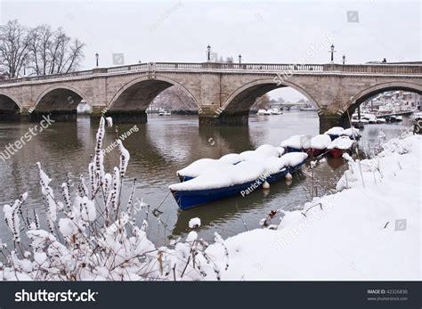 thames river cruise london richmond historical richmond bridge boats river thames stock photo
