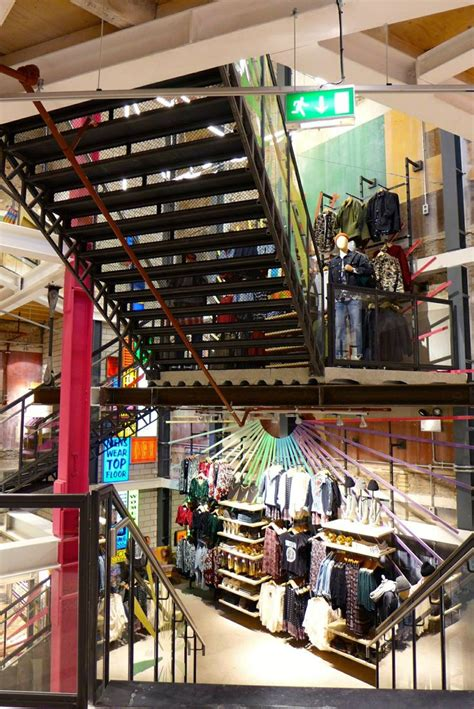 15 Best Urban Outfitters Visual Merchandising Store Design