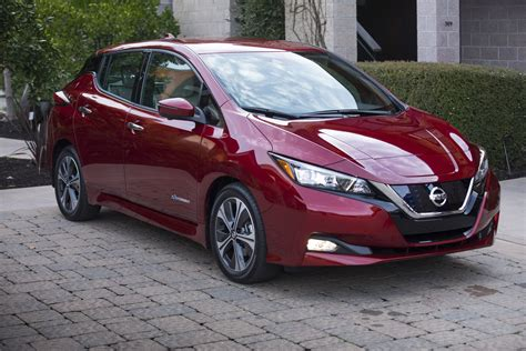 new nissan 2018 leaf infographic compares new 2018 nissan leaf to 2011 version