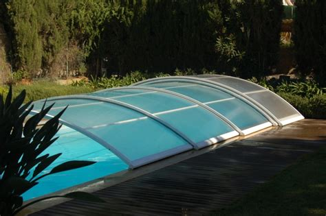 Charmant Abri Bas Piscine Prix #3: Abri-telescopique-pour-piscine-sur-roulettes-LIBREO.JPG