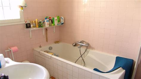 Supérieur Faience Rose Pour Salle De Bain #3: relooker-une-salle-de-bain-photo-avant-peinture-carrelage.jpg