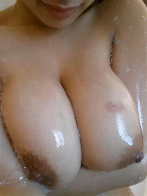 Foto Tante toge mandi telanjang Toket Gede Mulus Bekas Cupang