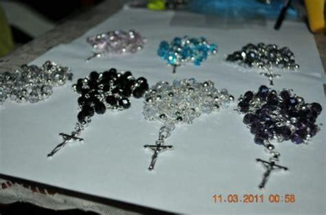 como hacer rosarios para recuerdos de bautizo o primera comuni 243 n como hacer rosarios para recuerdos imagui