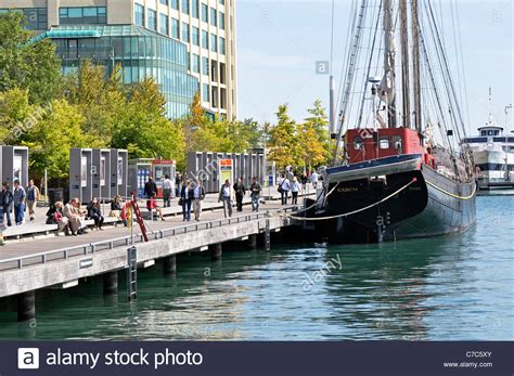 boat cruise queens quay toronto harbourfront queens quay boats stock photo