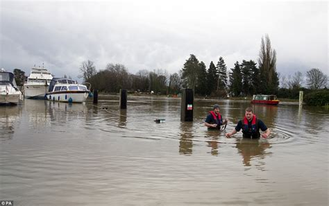 river thames map shepperton uk weather has whole of england and wales under flood