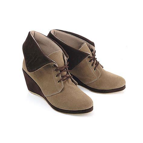 Sepatu Boot Wedges Wanita Jual Sepatu Wanita Wedges Boot Coklat Bertali Bk48 Merros2hoes