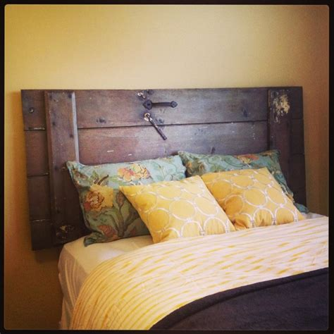 Diy Door Headboard Diy Barn Door Headboard Cat That Lives In The Lake House On The Hill Pinterest