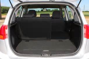 kia venga estate 2010 features equipment and