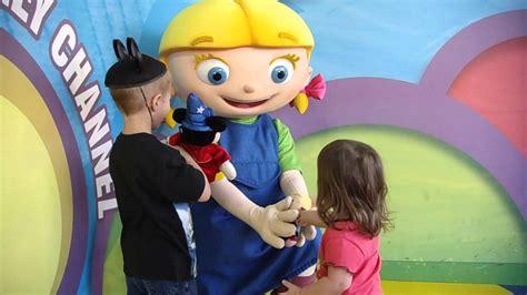 little einsteins leo costume meeting annie from little einsteins youtube