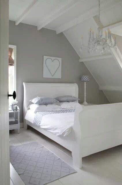 witte zolderbalken muur  kleur slaapkamerideeen