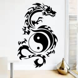 drache tribal yin yang wandtattoos